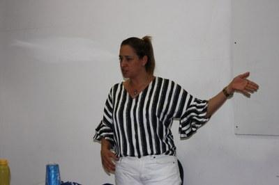 Izabela promove orientação sobre Registro Profissional