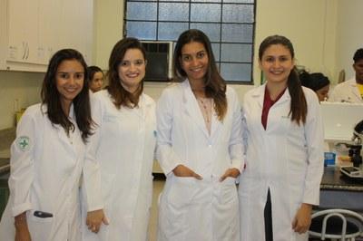 Curso de Biomedicina recebe estudantes para visita técnica
