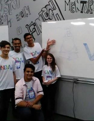 Alunos do Izabela Hendrix ficam em 3° lugar no Hackathon VLI