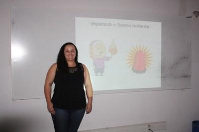 Aluna de Fisioterapia ministra palestra sobre neurociência da dor