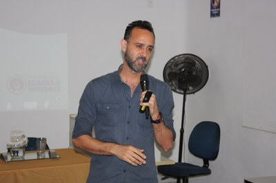 Coordenador de Relações Internacionais, professor José Aparecido Oliveira