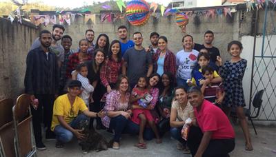 Alunos do Izabela Hendrix participam de Ação Social em Sabará