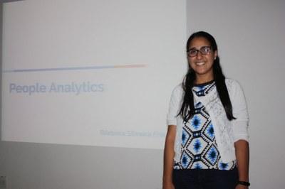 Izabela Hendrix realiza aula aberta de tecnologia