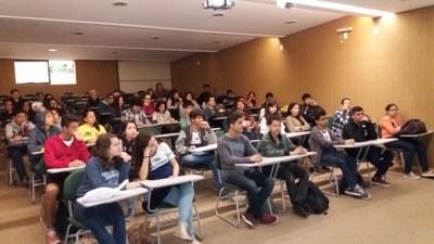 """Projeto de extensão """"Saúde nas Escolas"""" recebe alunos da Escola Estadual Pandiá Calógeras"""