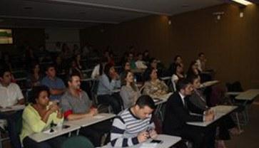 Laboratórios, professores qualificados e aptidões das áreas ambiental e sanitária trabalhadas de forma conjunta